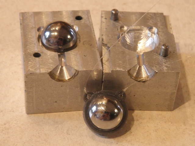 Newtons Cradle Mold